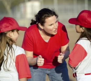Mom_coaching_t-ball_girls_3